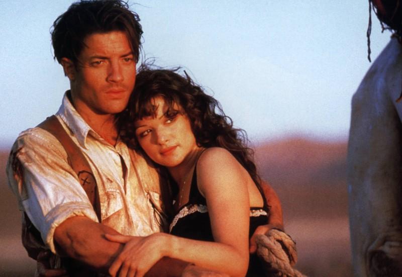 """Brendan Fraser und Rachel Weisz am Set des Films """"Die Mumie""""."""