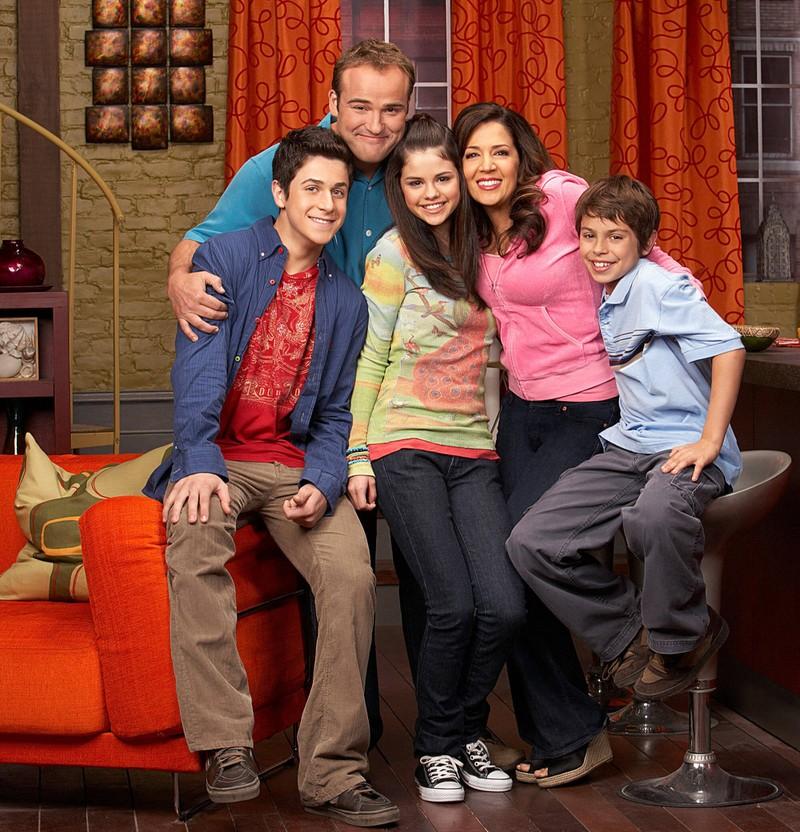 Die Zauberer vom Waverly Place: In der Serie geht es um die fünfköpfige Familie Russo.