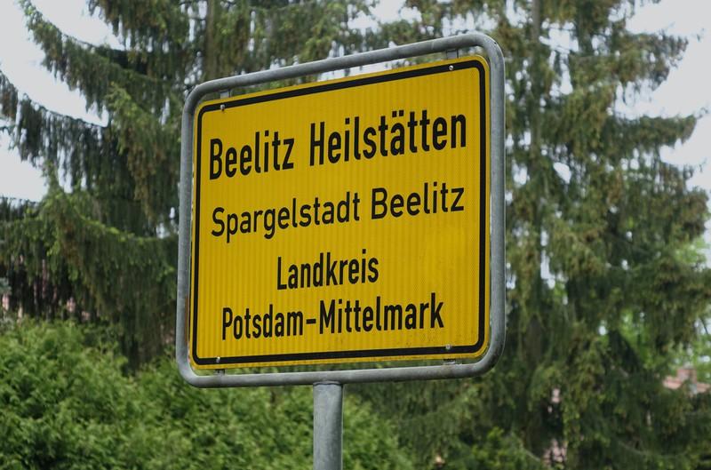 Ein Schild mit der Aufschrift Beelitz Heilstätten