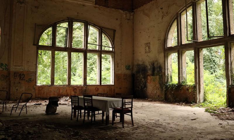 Im Inneren der Ruinen der Beelitzer Heilstätten