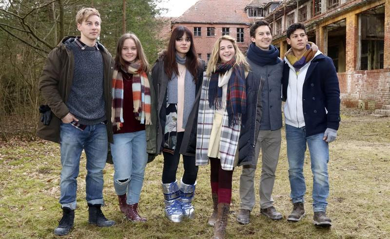 Nilam Farooq und der Rest des Casts zum Film Heilstätten