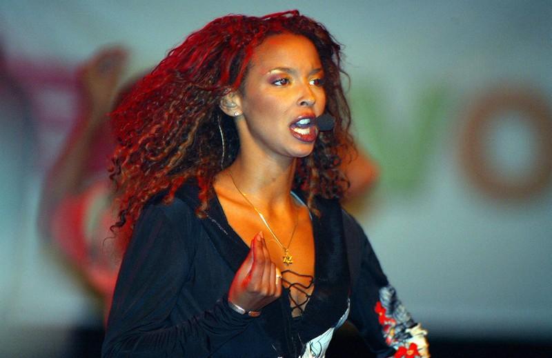 Neben der Musik ist Hila auch als Songwriterin tätig.