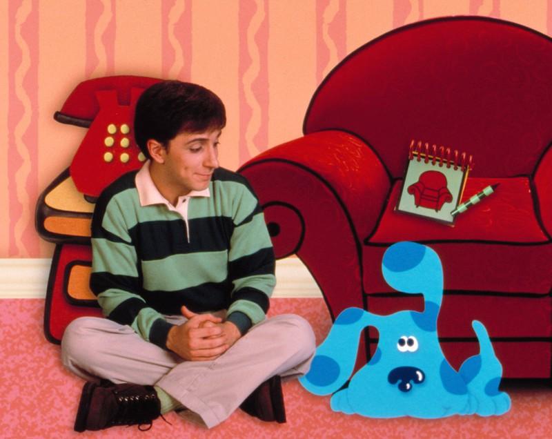 """Steve löste in der Kindersendung """"Blue's Clues – Blau und schlau"""" knifflige Aufgaben mit seinem Hund"""