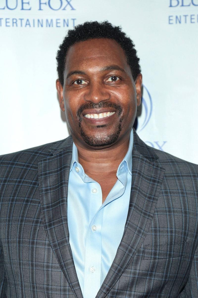 """Seinen Durchbruch hatte er als er die Rolle des Benjamin Buford """"Bubba"""" Blue im Film Forrest Gump übernahm."""