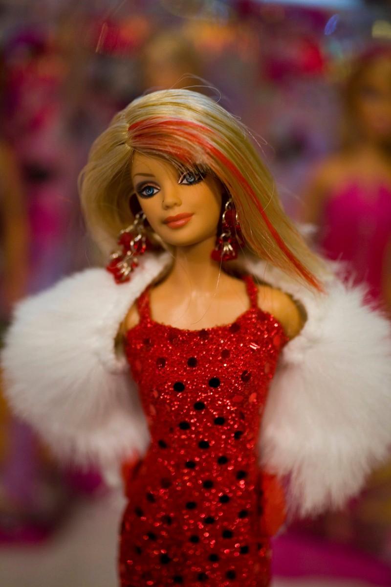 Oft haben wir Stylist gespielt und unserer Barbie verstörende Kleidung gebastelt