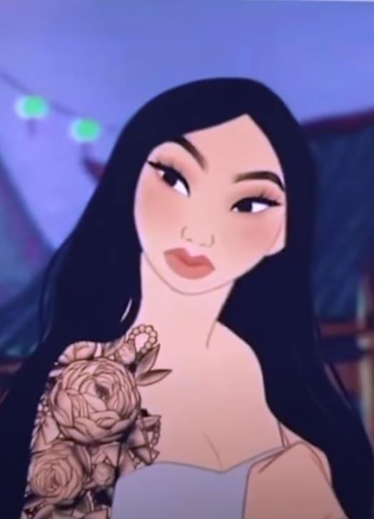 Die moderne Mulan mit einem Tattoo