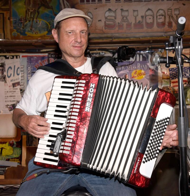 Ludwig Seuss spielt auch Akkordeon.