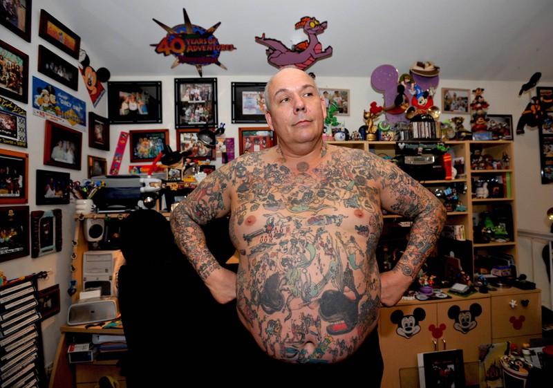 George Reiger hat fast 2000 Tattoos von Disney-Figuren auf seinem Körper.