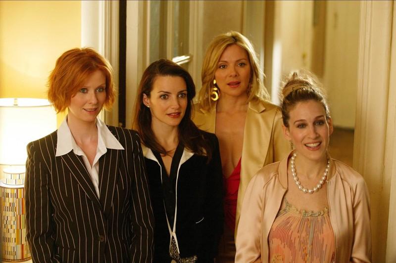 Sarah Jessica Parker, Cynthia Nixon, und Kristin Davis sind als Hauptdarstellerinnen an Bord der Serie.