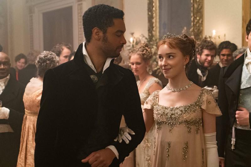 """Die Liebe von Daphne und Hastings in der Serie """"Bridgerton"""" begeistert Fans weltweit."""