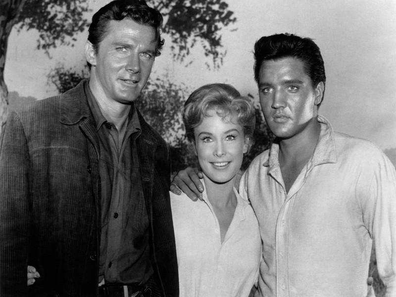 Elvis Presley gemeinsam mit Barbara Eden.