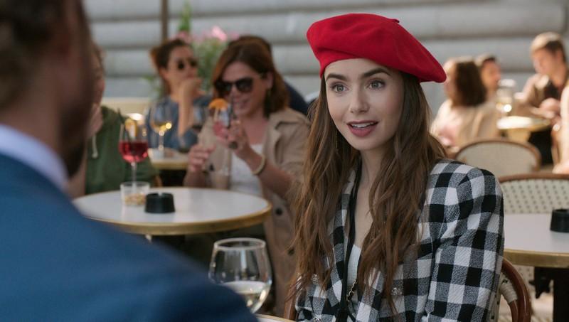 """Die Netflix-Serie """"Emily in Paris"""", die erfolgreich war und deswegen sehnsüchtig auf die nächste Staffel wartet"""