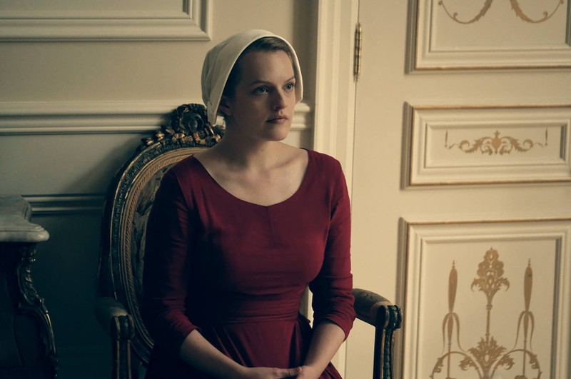 Elisabeth Moss spielt June Osborne in The Handmaid's Tale