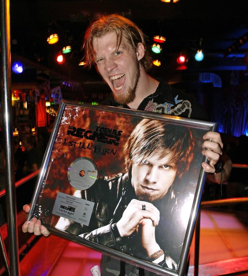 """Im Herbst 2006 läuft bei RTL die dritte Staffel der erfolgreichen Castingshow ,,Deutschland sucht den Superstar"""" und der Gewinner heißt Tobias Regner."""