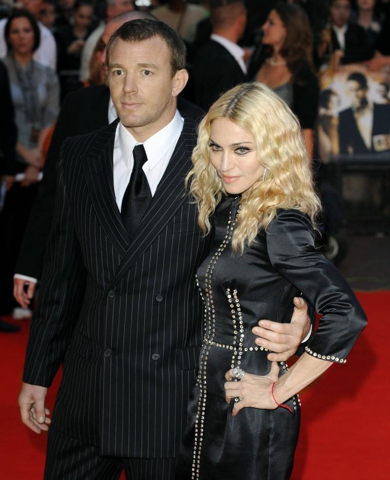Auch Superstar Madonna und Regisseur Guy Ritchie ließen sich scheiden, wobei er am Ende 50 Millionen Pfund erhielt
