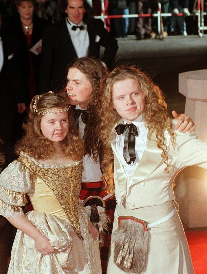 Barby Kelly mit ihren Brüdern 1998.