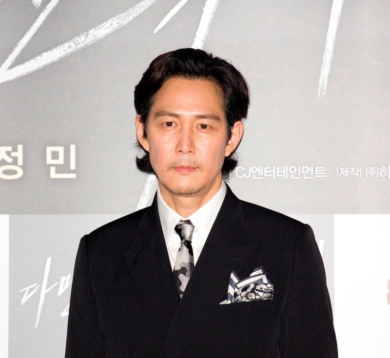 Lee Byung-Hun spielt die Hauptrolle in Squid Game.